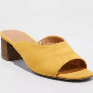 Universal Thread Rosalyn Open toe heeled mules